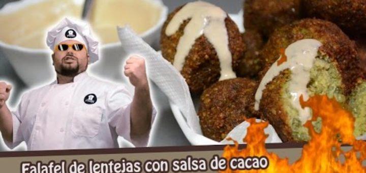 Falafel de lentejas con salsa de cacao