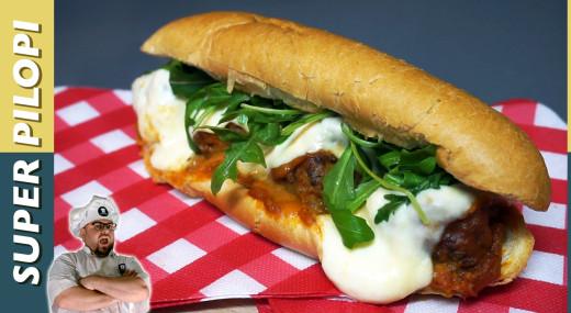 bocadillo de albondigas italianas con pan vienes y salsa de tomate casera