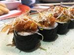 Sushi de pollo crujiente