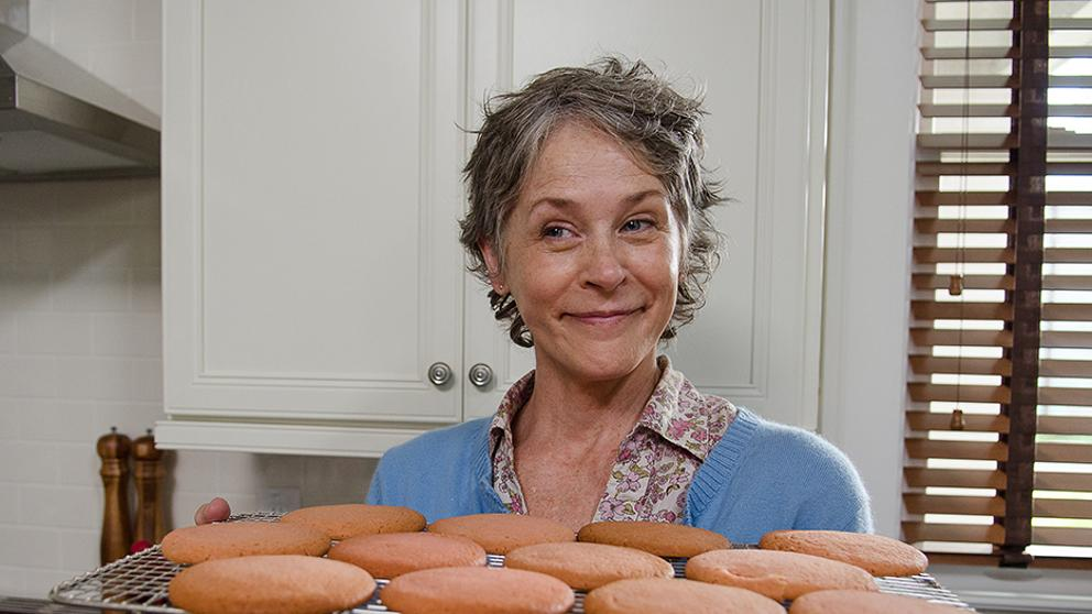 Carol horneando galletas