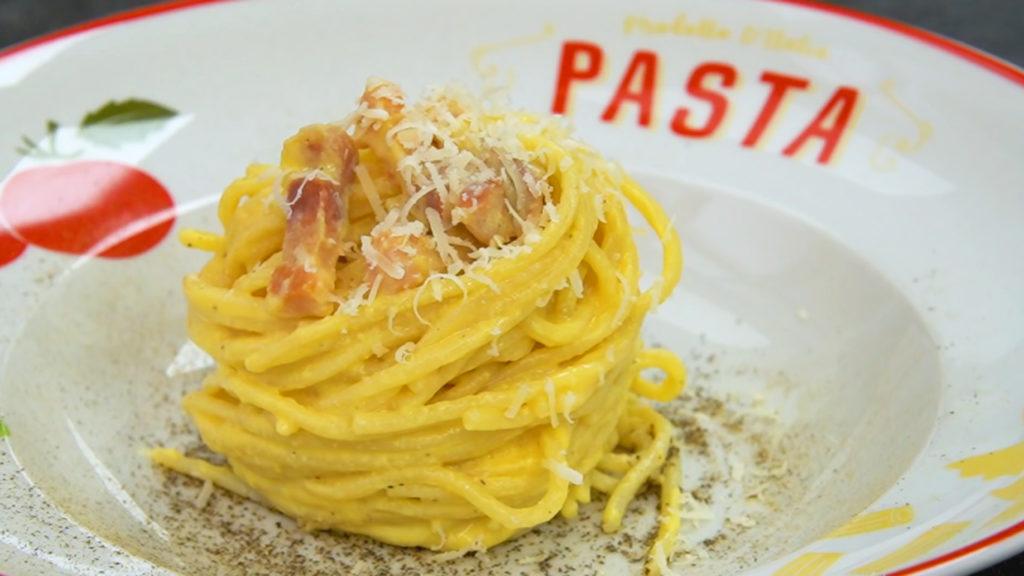 Emplatado espaguetis carbonara