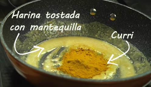 Tostar la harina y añadir curri