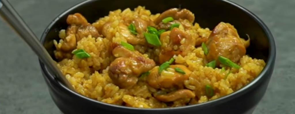 arroz frito con pollo estilo coreano