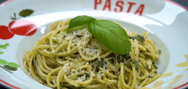 pasta italiana al pesto