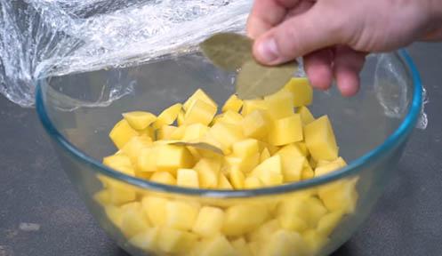 patata picada y laurel