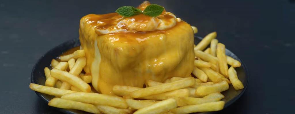 francesinha bocadillo de carne queso salsa y huevo