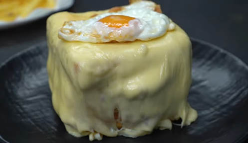 francesinha con huevo frito