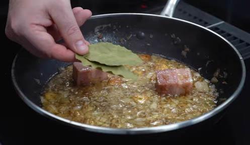freir la cebolla y el bacon