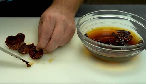 hidratar y extraer la carne de los pimientos