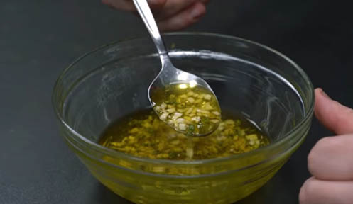 aceite con ajo y tomillo