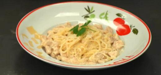 pasta cremosa italiana con grana padano