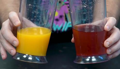 zumo y agua con sirope