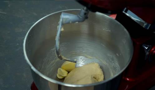 agregar la mantequilla