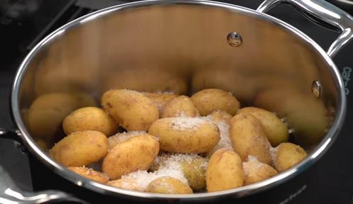 Patatas baby con sal