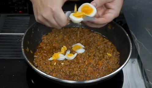 Agregar huevo cocido