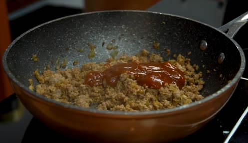 agregar salsa barbacoa a la carne