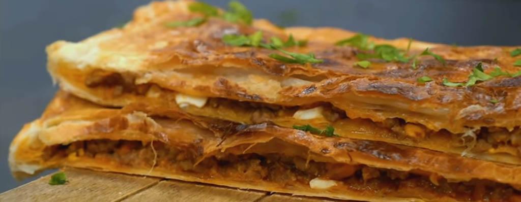 Empanada de hojaldre rellena de carne