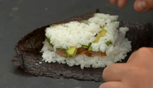 Cerrar el sushi sándwich de langostinos