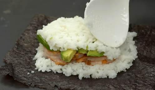 Rellenar sushi sándwich de langostinos